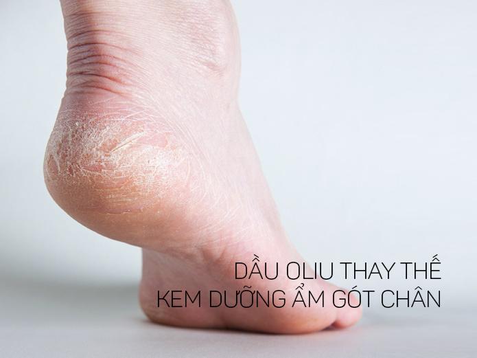 Dưỡng ẩm gót chân với dầu ô liu