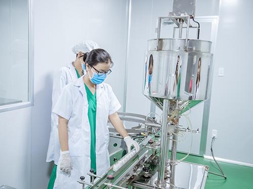 Một góc dây chuyền sản xuất mỹ phẩm tại Beauty Natural